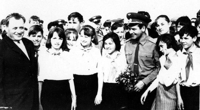 Герман Титов в Чагане.Встреча с школьниками