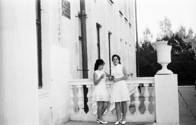 На пороге школы. Выпускницы-1972