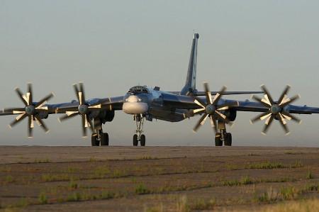 """Стратегический бомбардировщик ТУ-95 - """"символ холодной войны"""""""