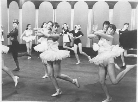 Чаганская балетная школа под руководством Трафимовой М.Н. Репетиция между съемками на ТВ