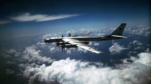 TY-95 BEAR Дальняя Авиация. Символ Холодной войны стратегический бомбардировщик  ТУ-95