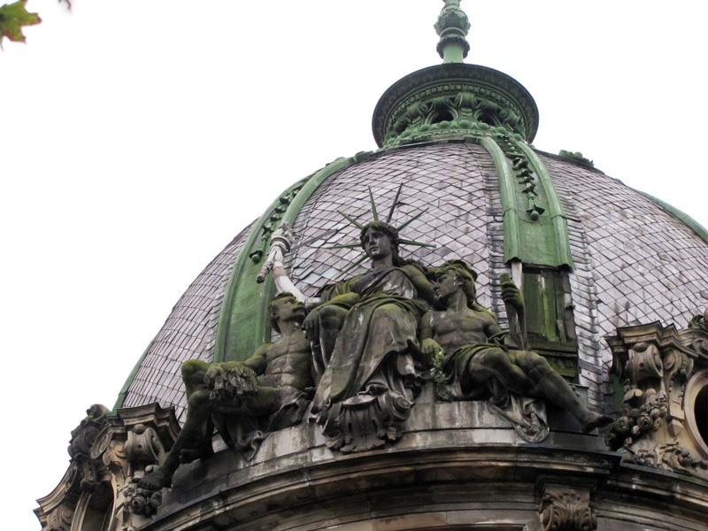 Львівська статуя Свободи тепер з підсвіткою